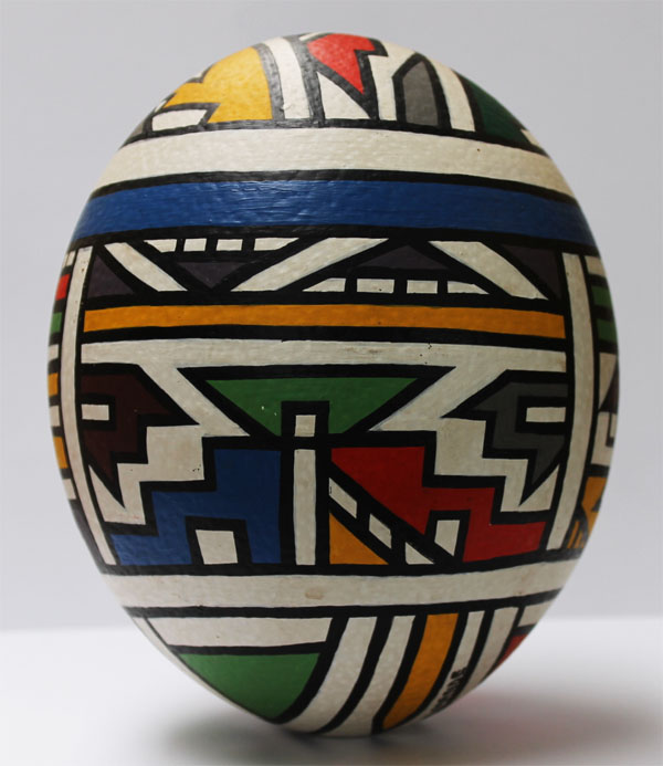 Angelina Ndimande - painted ostrich egg