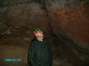 Laozu looking at cave paintings in Nanke